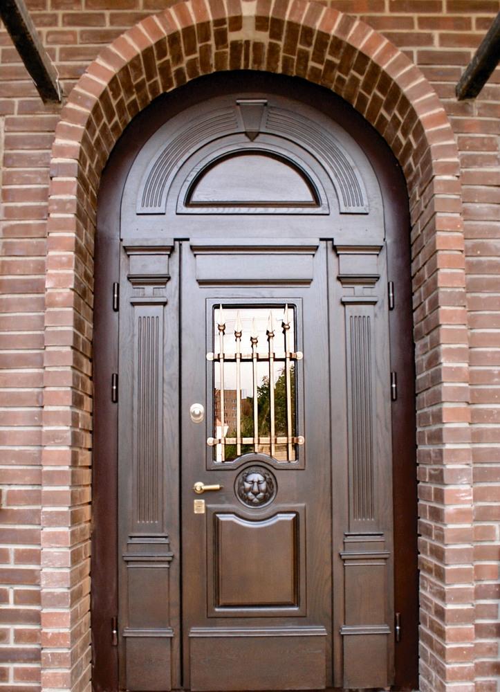 Вхідні деревяні двері арочні