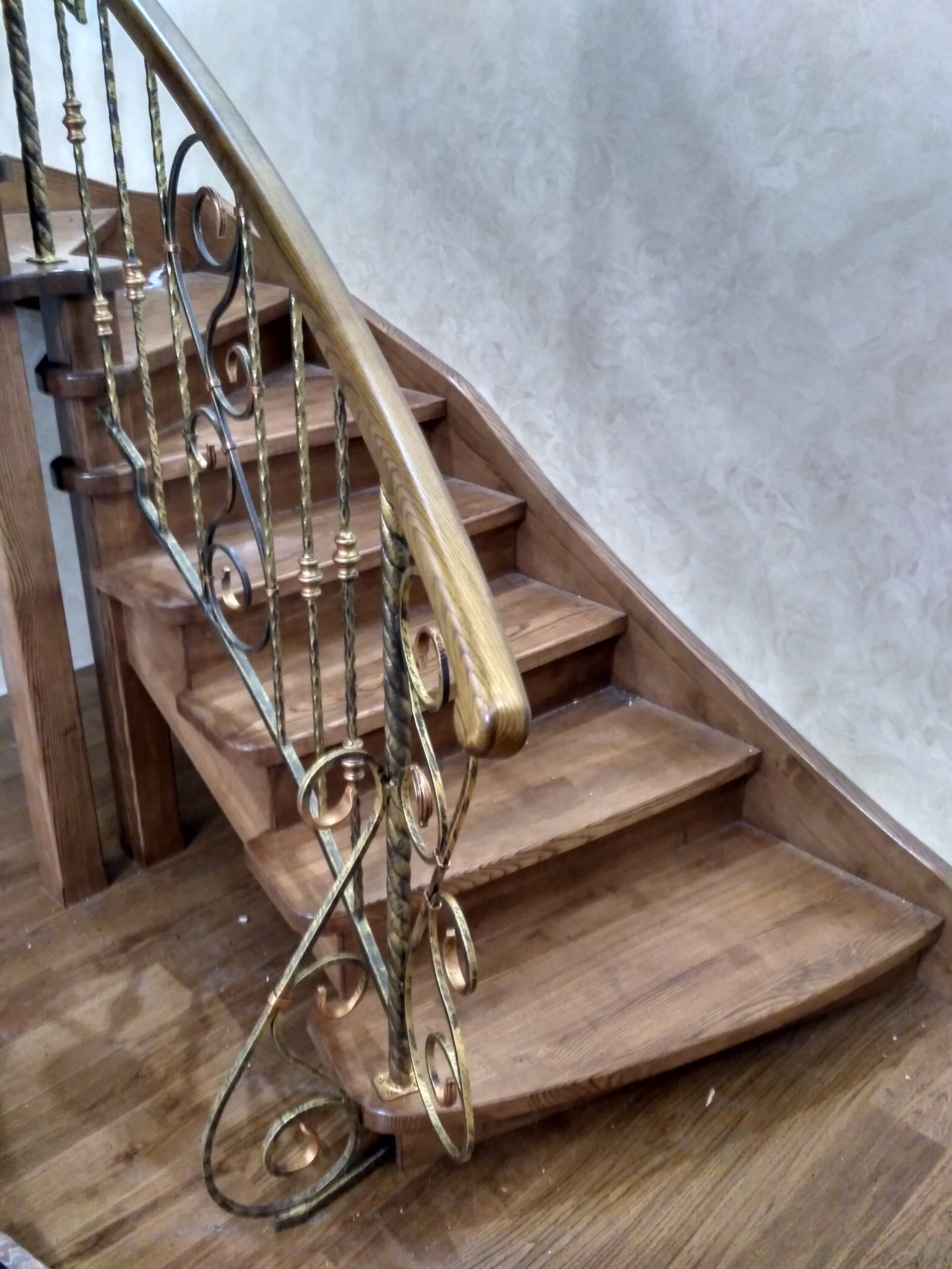 Дерев'яні сходи