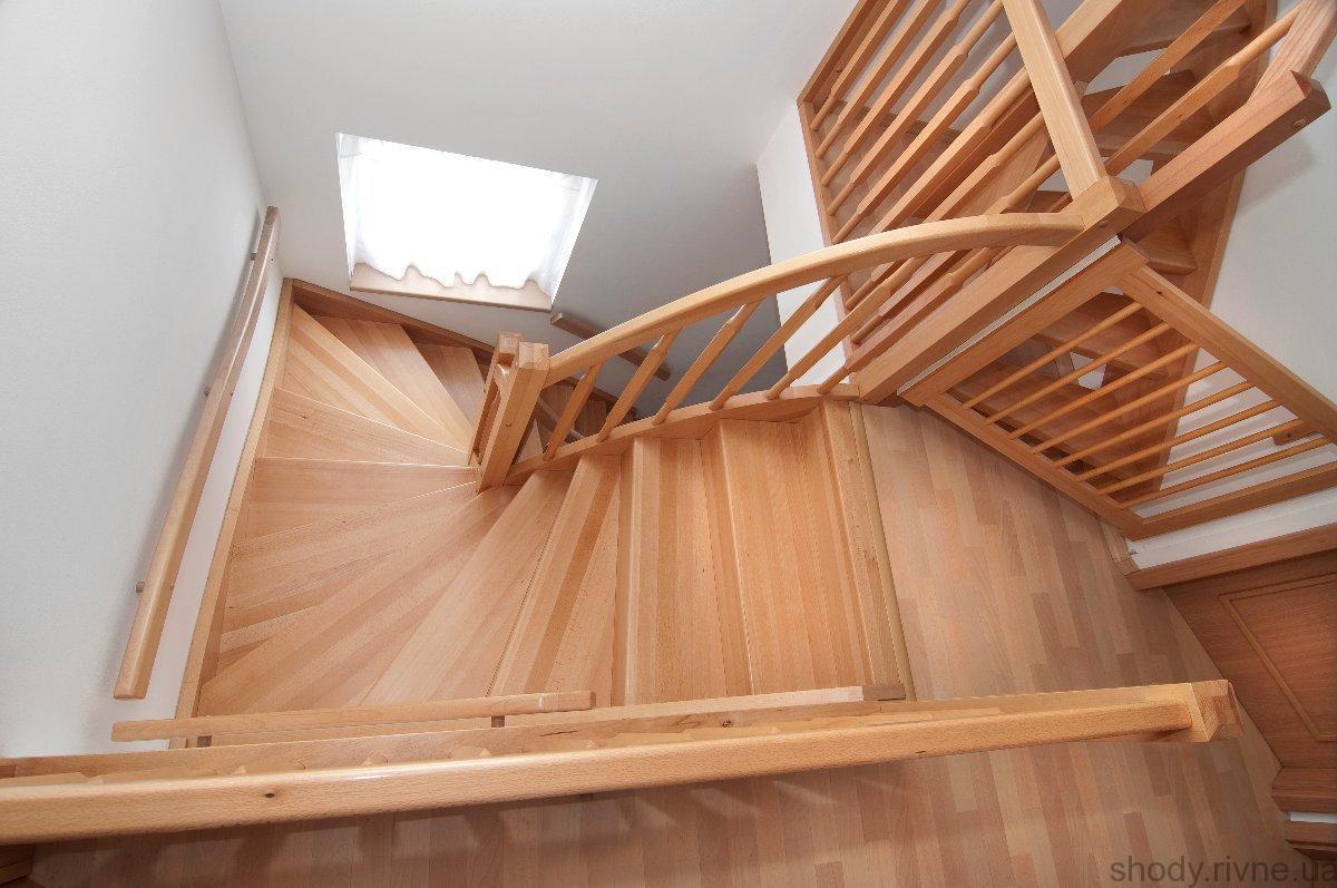 Сходи дервяні з масиву ясена, з поворотом на 180 градусів
