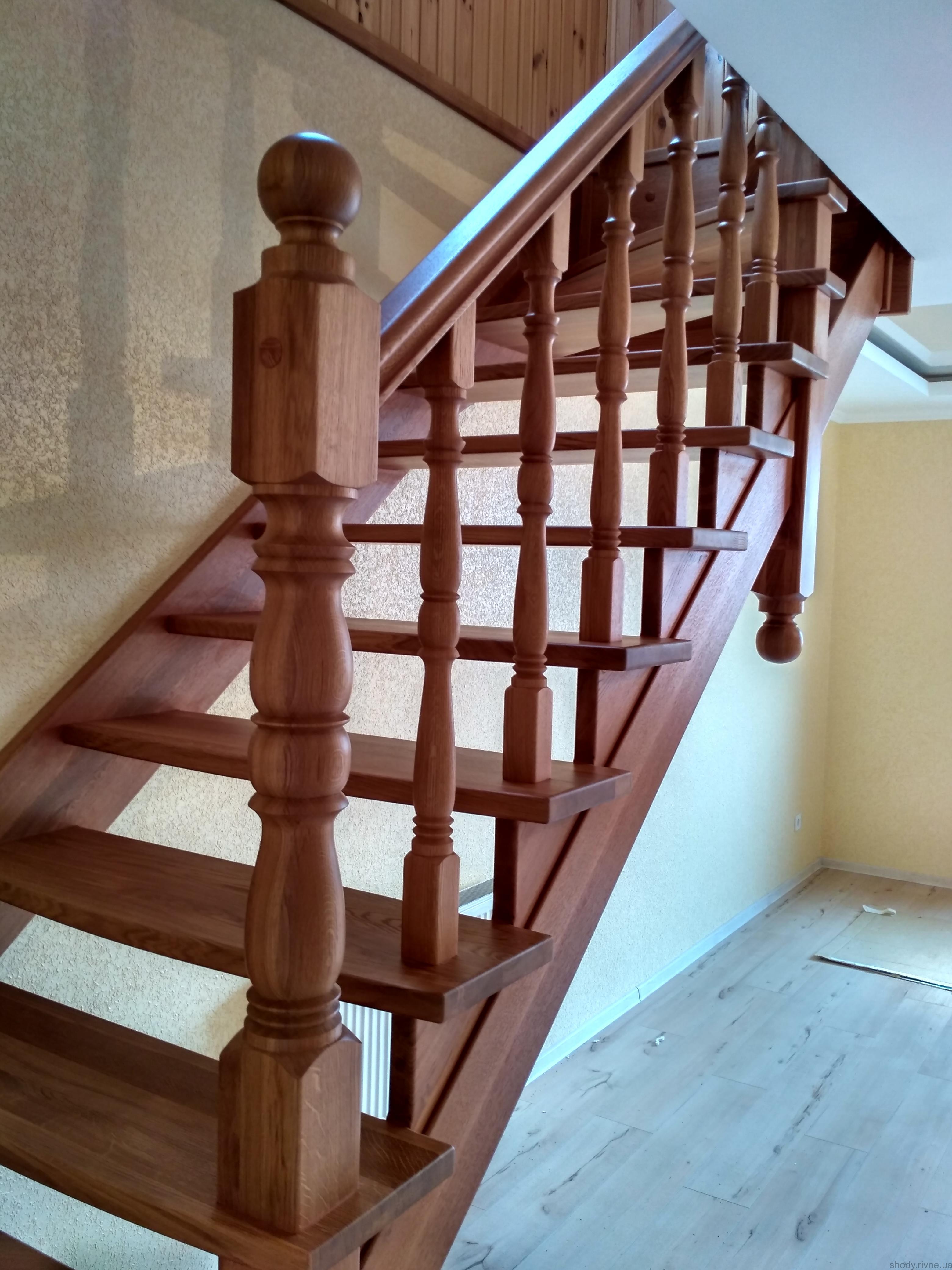 Виготовлення дубових сходів Рівне