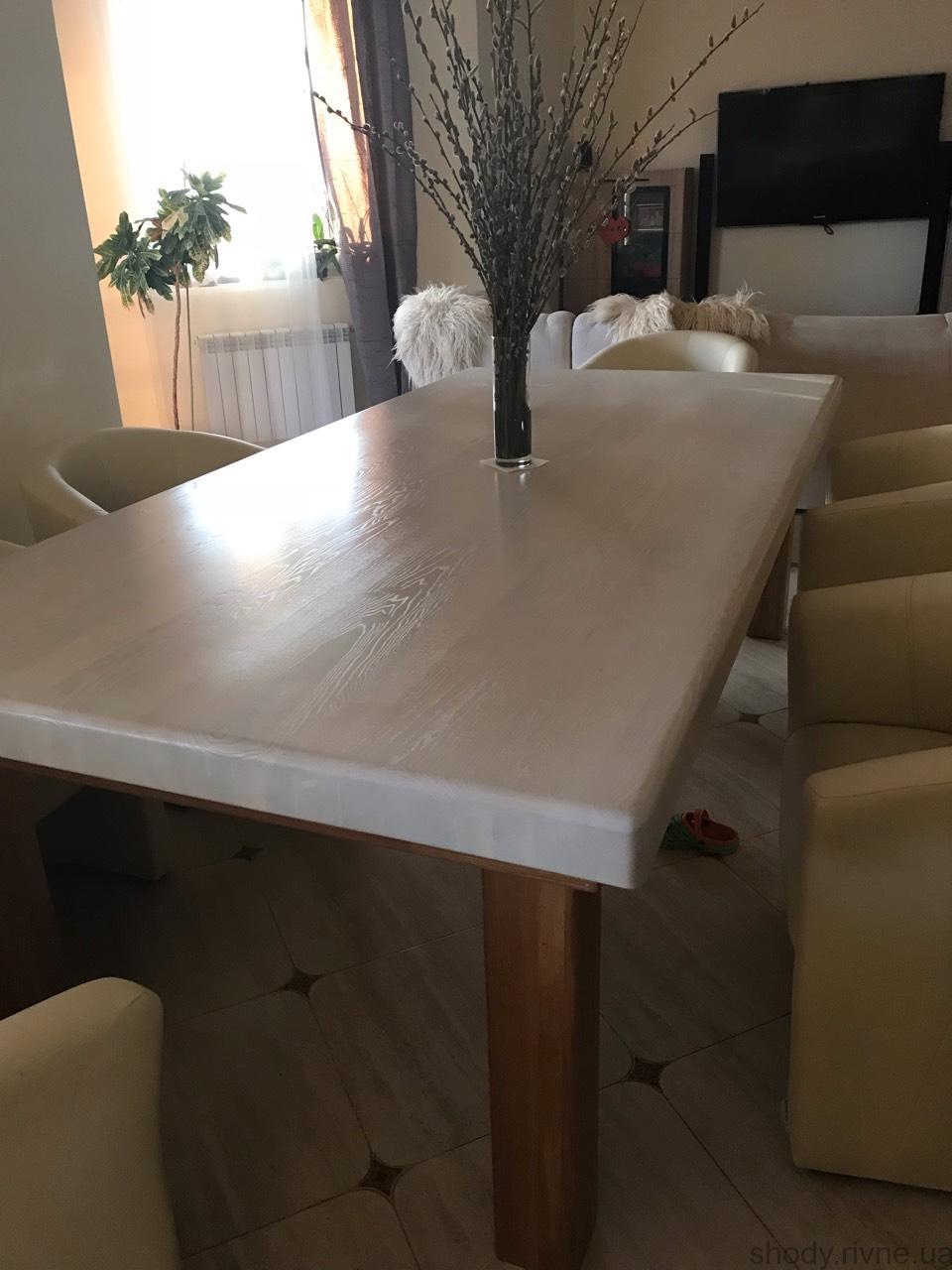Деревяний стіл
