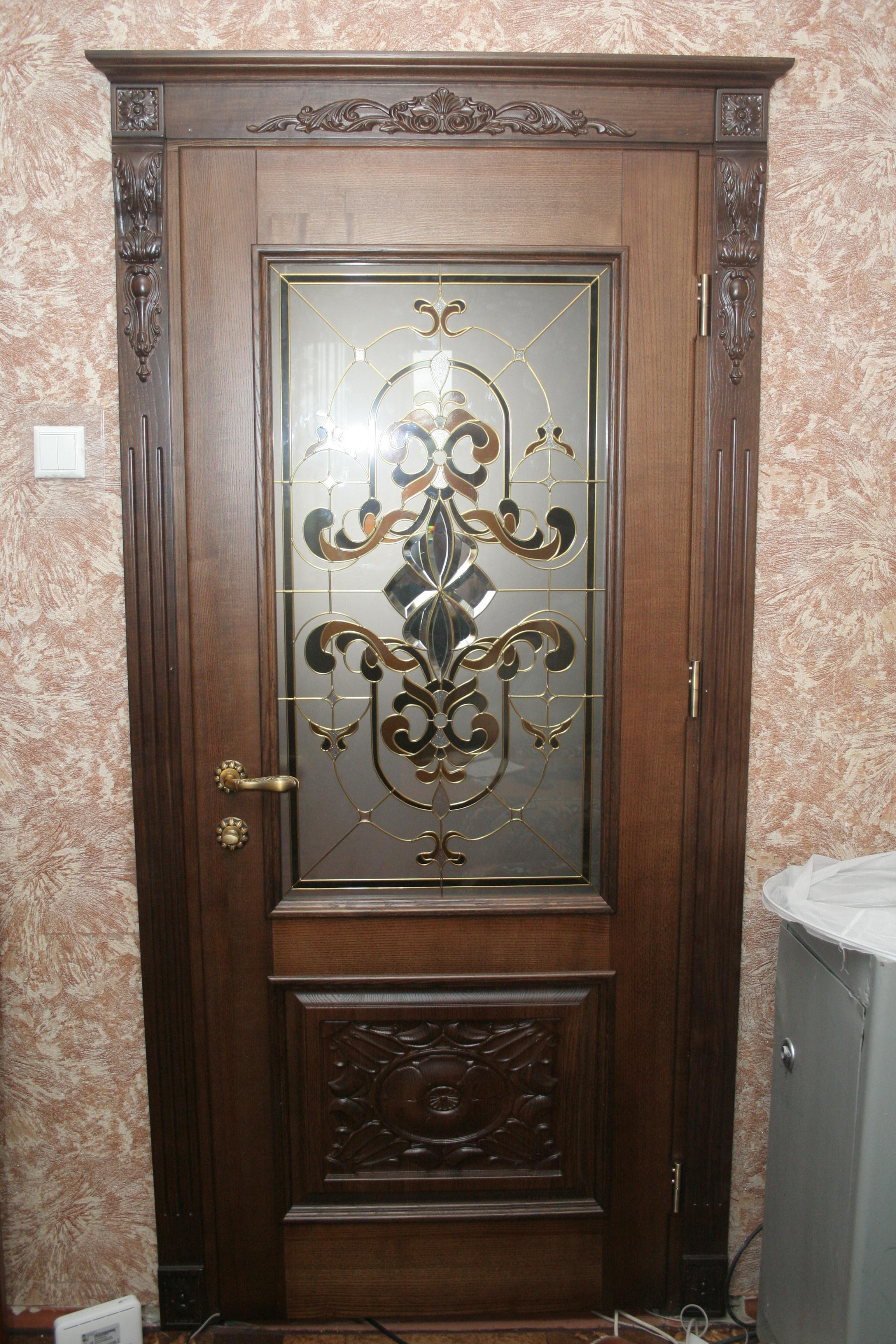 Двері з ясена