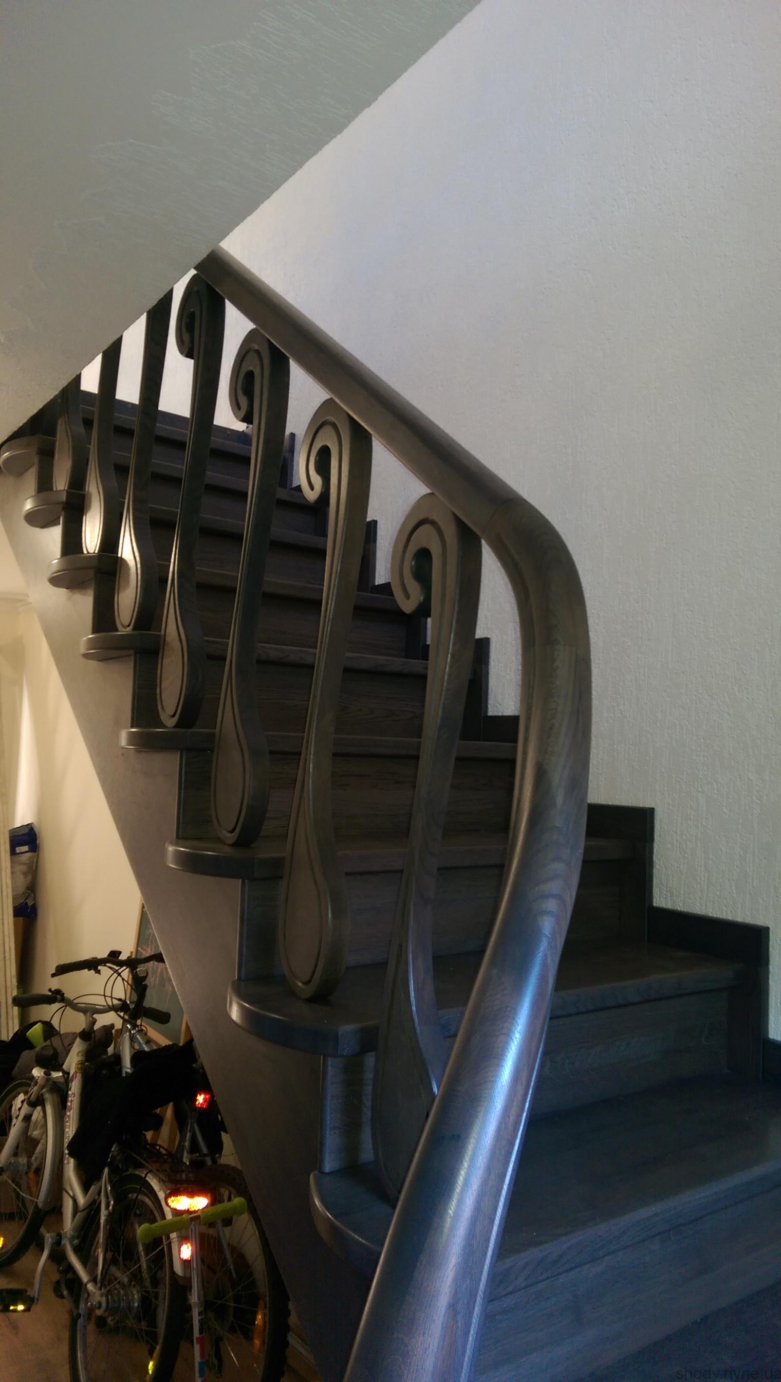 IMAG0899Деревяні сходи з масиву дуба.
