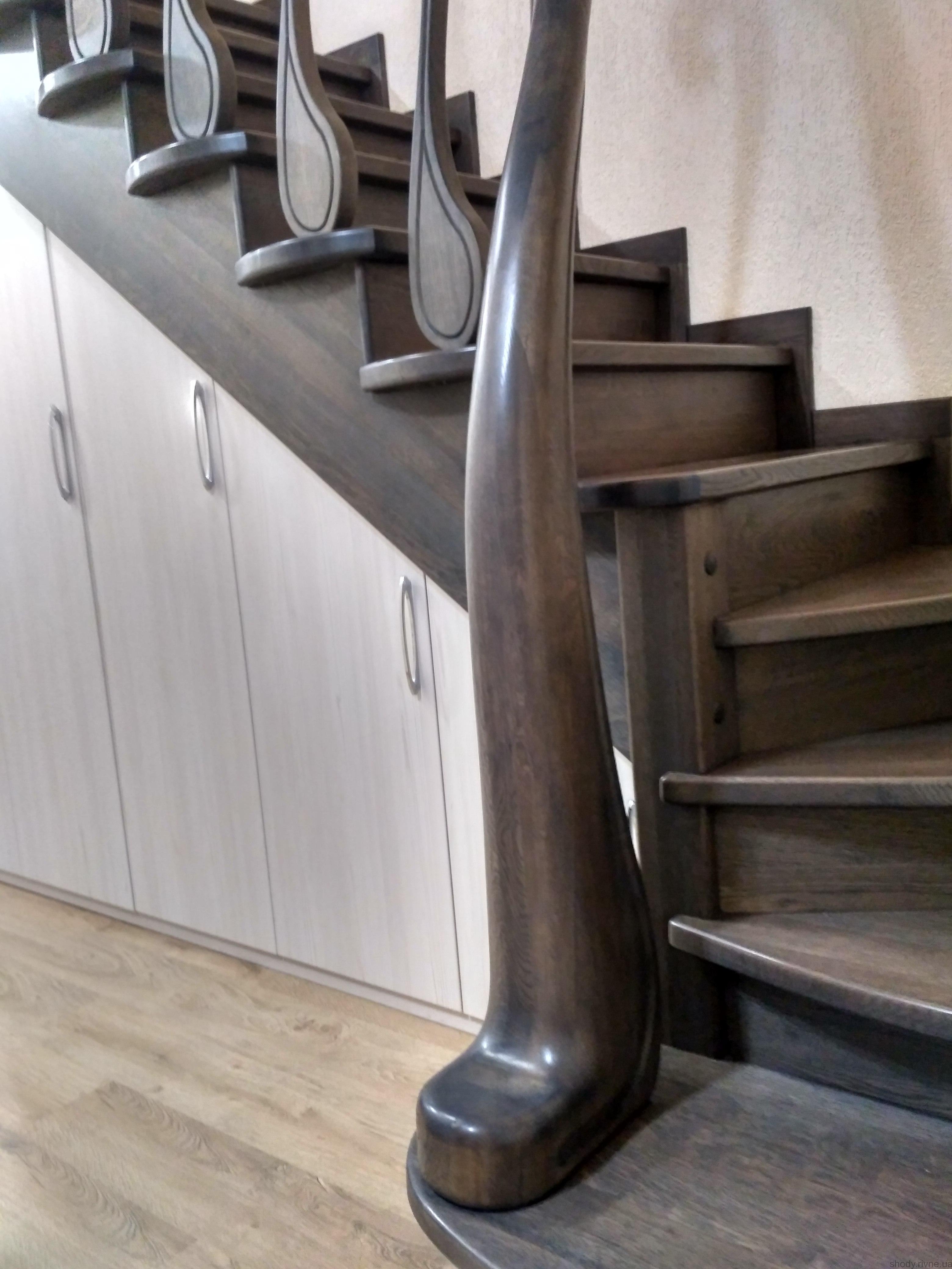 Виготовлення елітних сходів з дуба та ясена