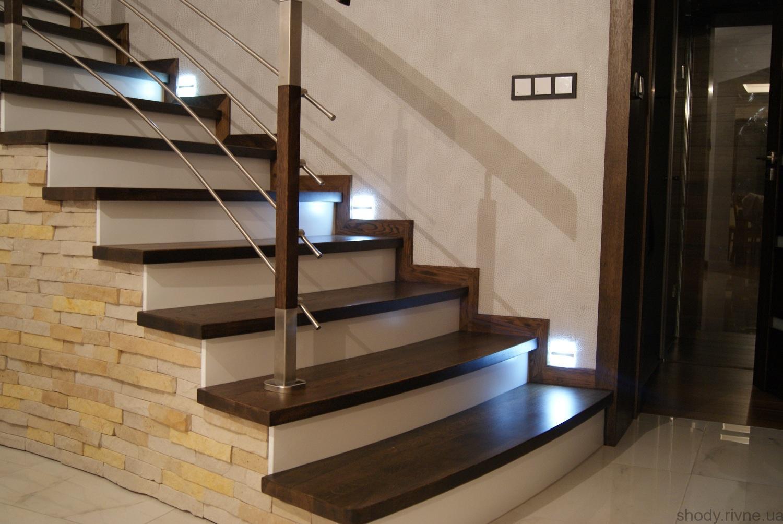 Лестница по бетону з подсветкой