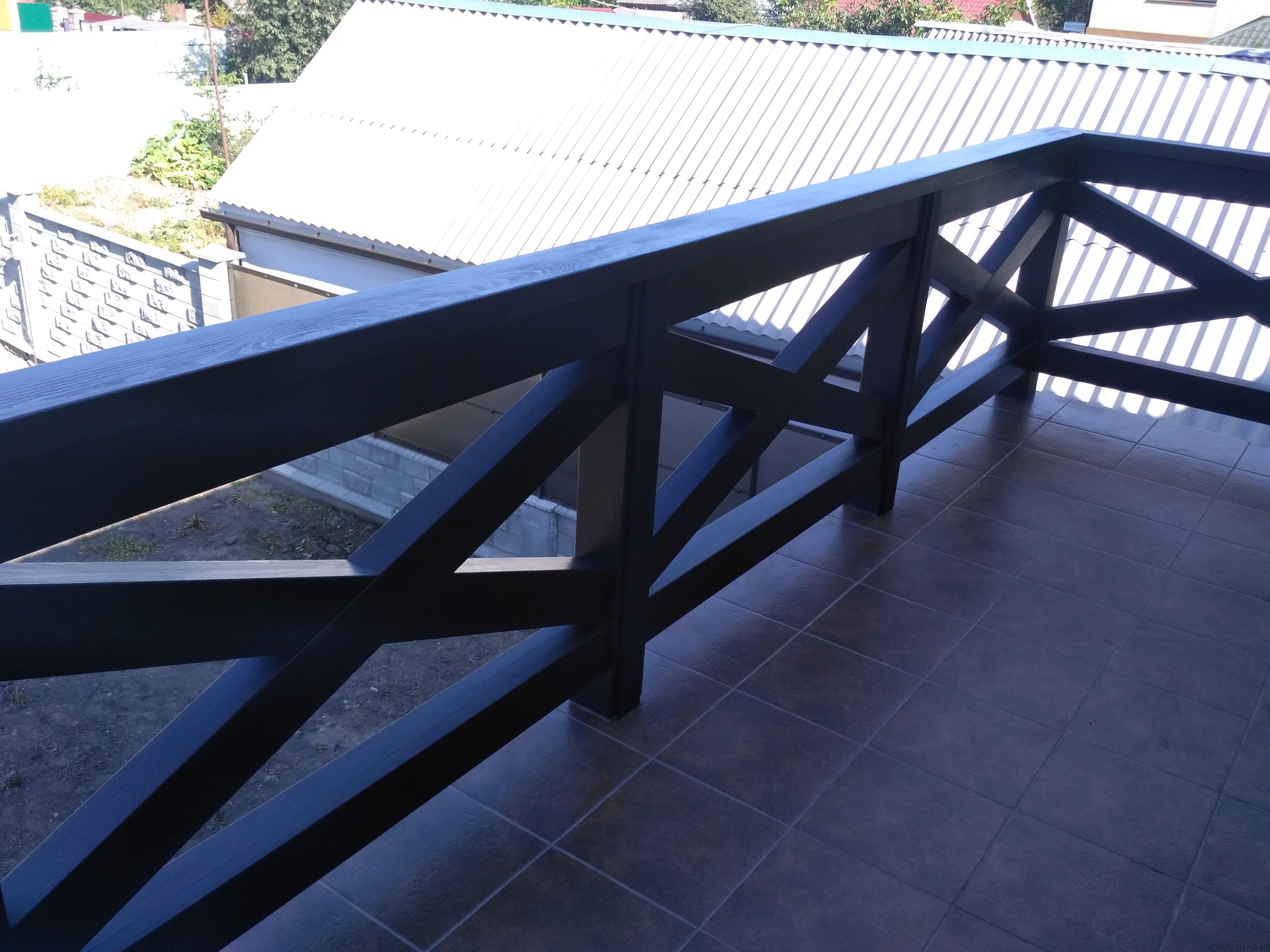 Балкони та тераси з масиву сосни
