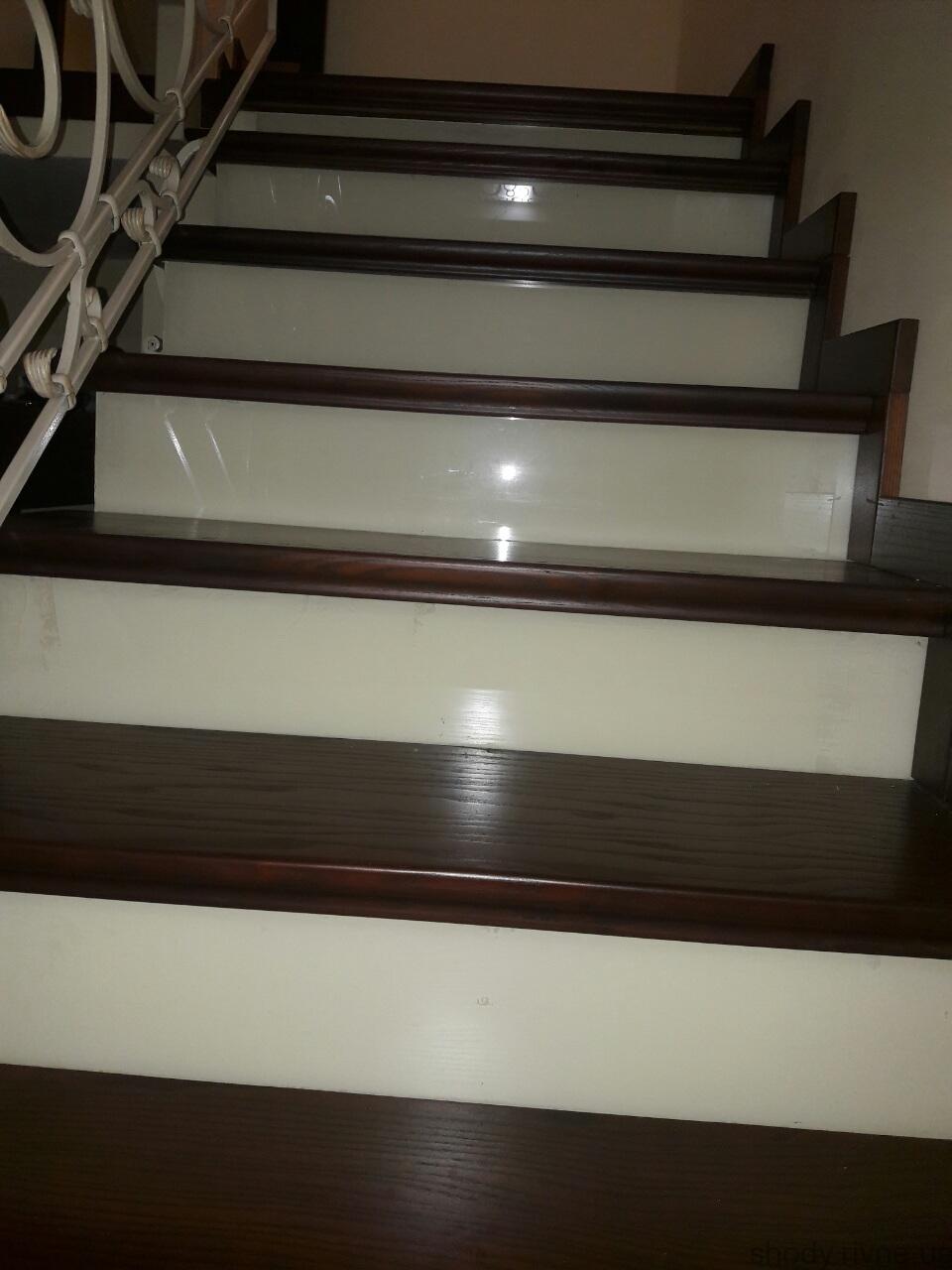 металеві сходи з ковкою