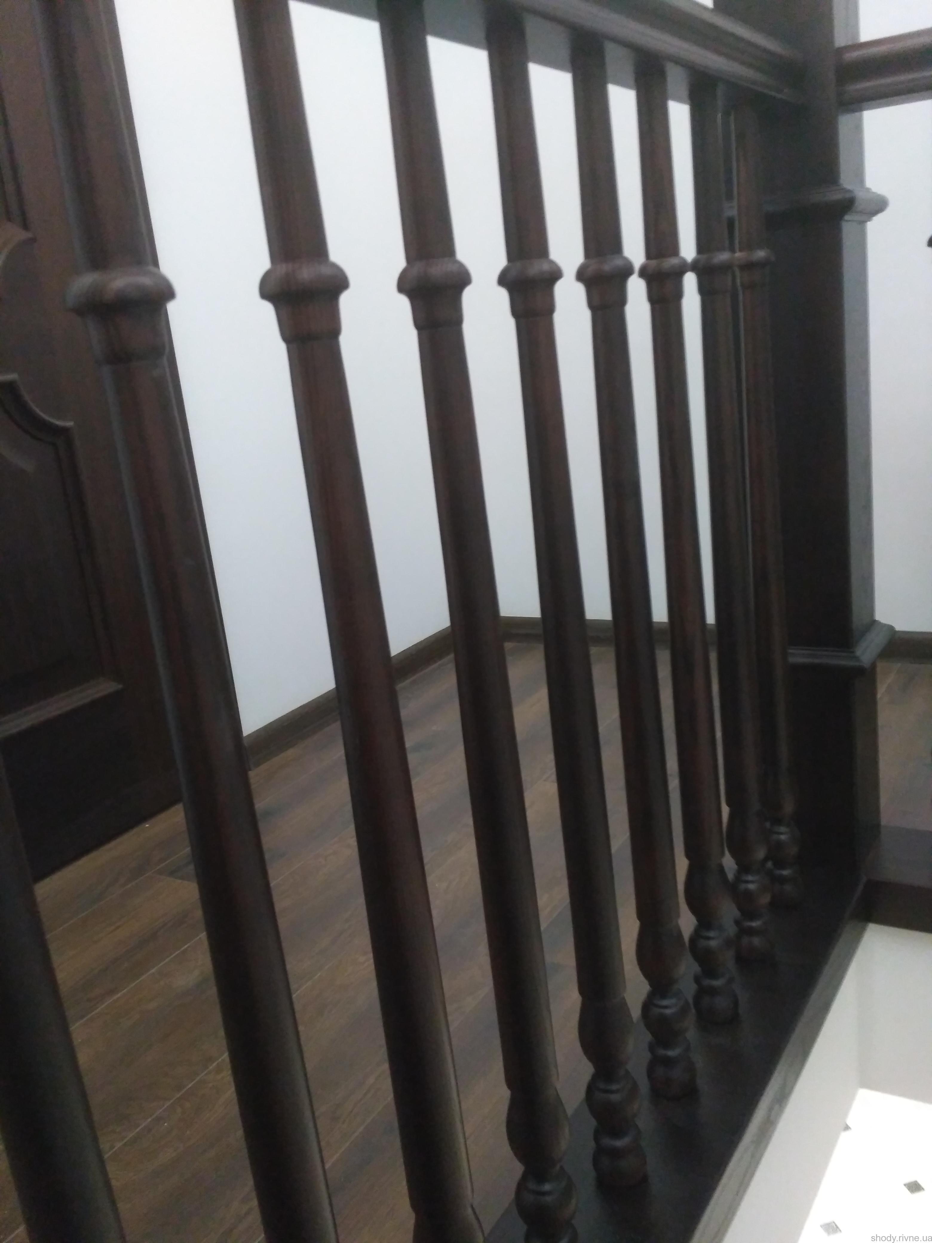 Замовити деревяні сходи в Острозі