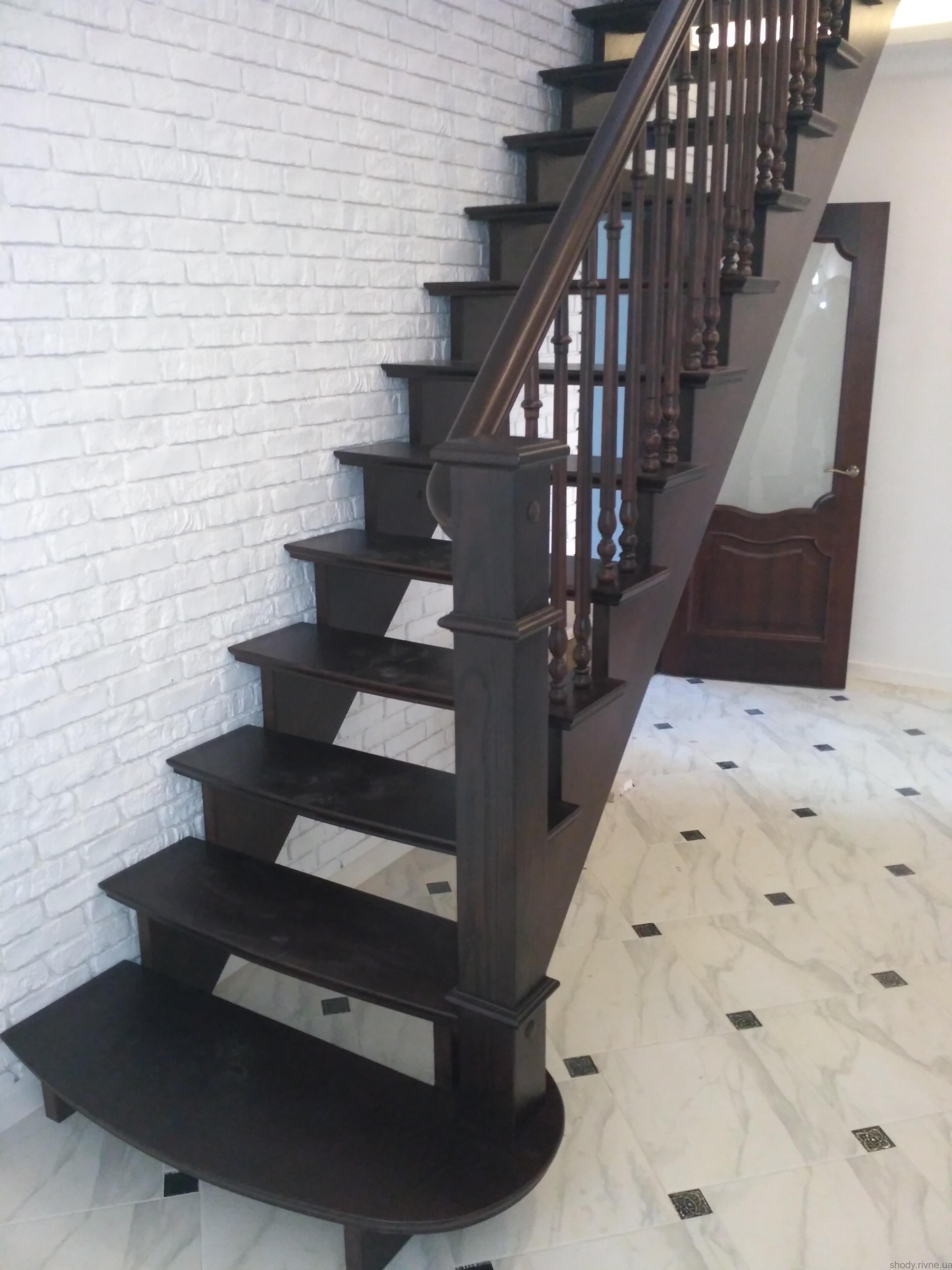 Замовити деревяні сходи в Березно