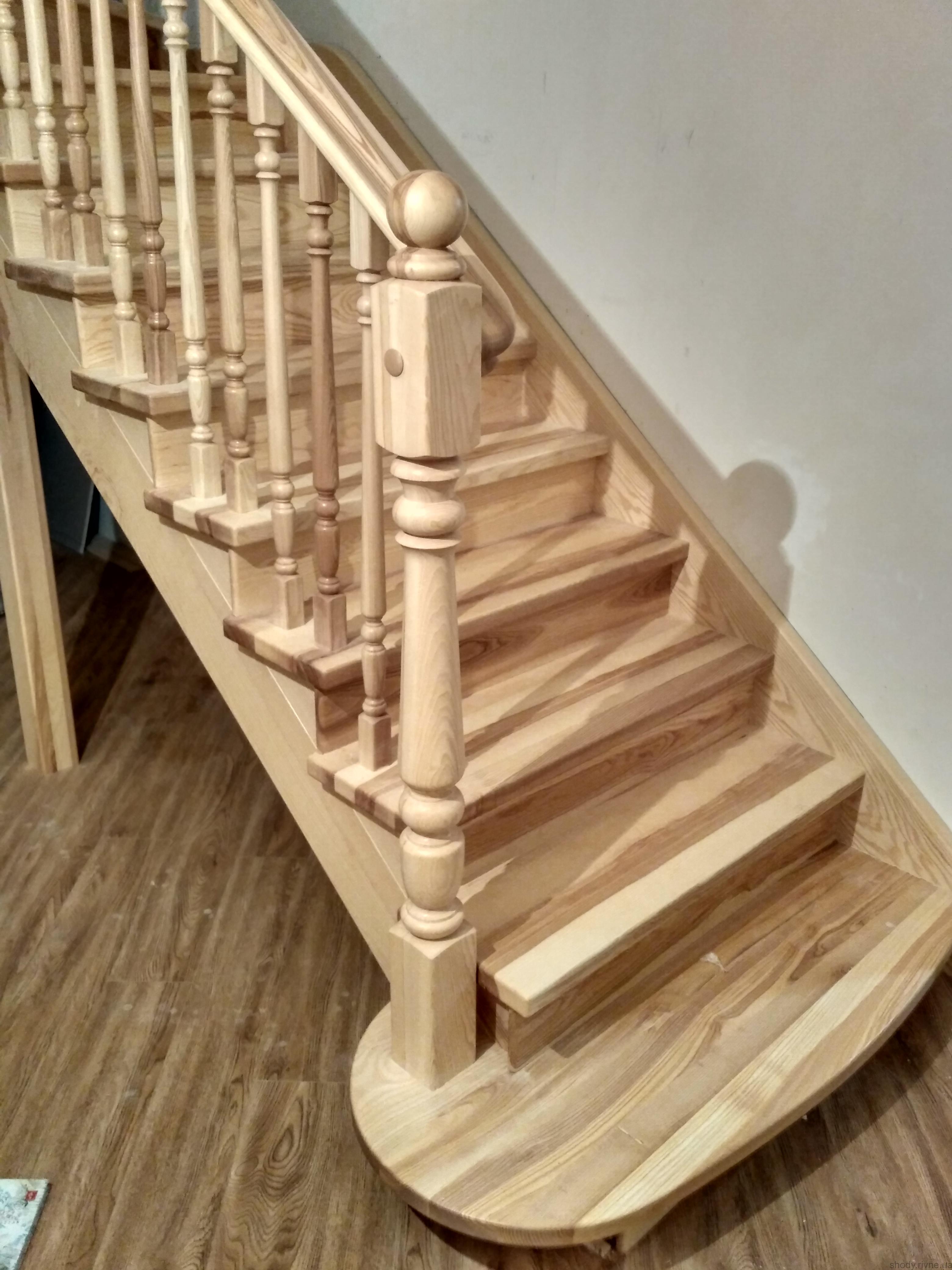 Деревяні сходи з ясена