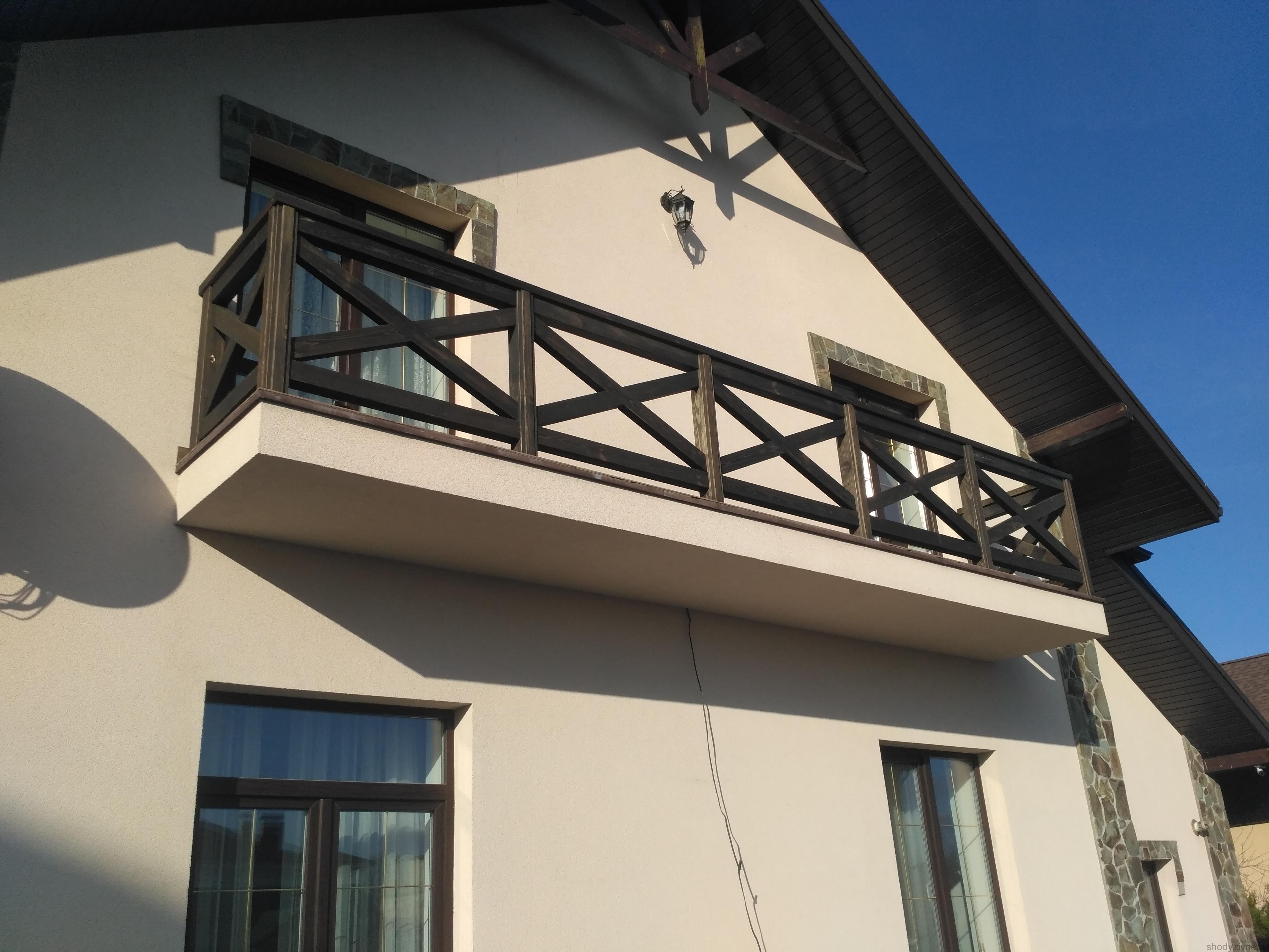 Деревяний балкон
