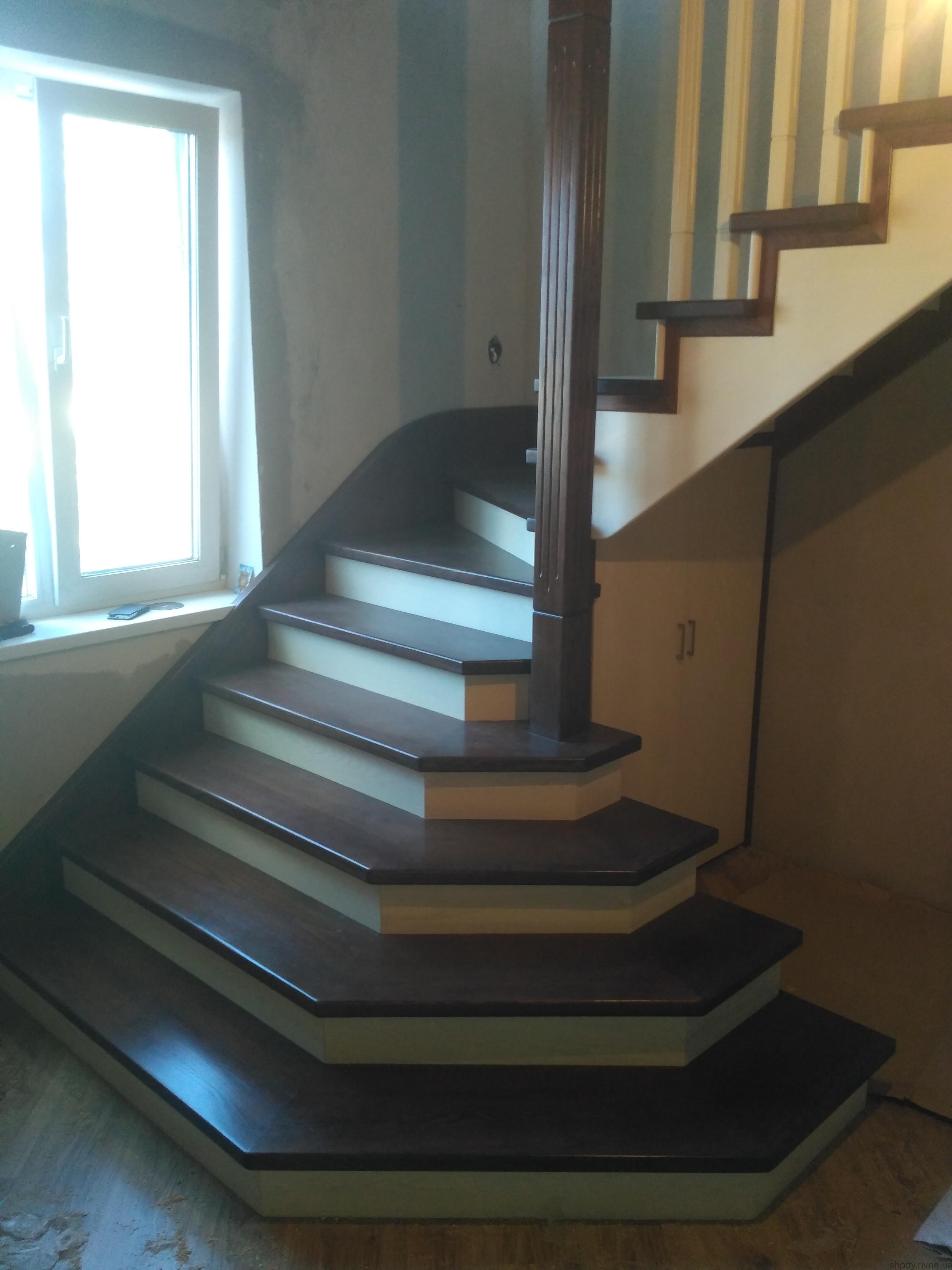 Деревяні сходи